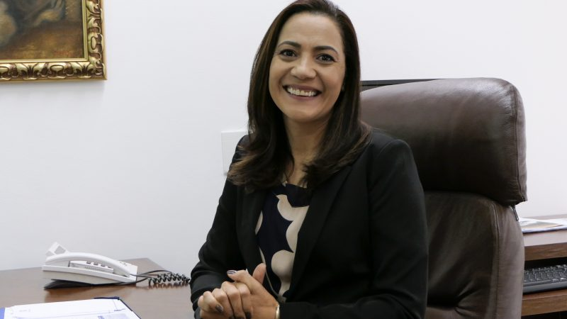 Senadora Marilza Gomes (PP-AC) em seu gabinete